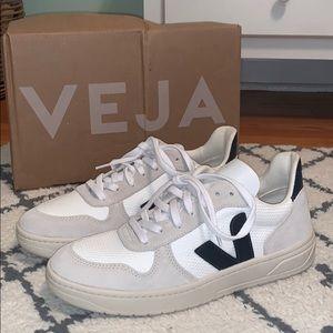 Veja V-5 B Mesh Sneakers